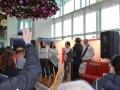 Übergabe des Schecks an die Berliner Aids Hilfe