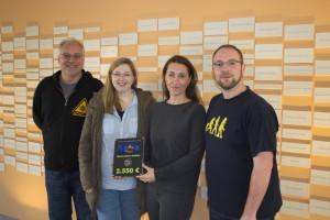Mario, Jenny, Claudia Thomas und Christian bei der Übergabe der Spendensumme